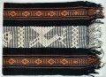 textil-artesanal-oaxaqueno-negro-con-detalles-cafes-y-blancos